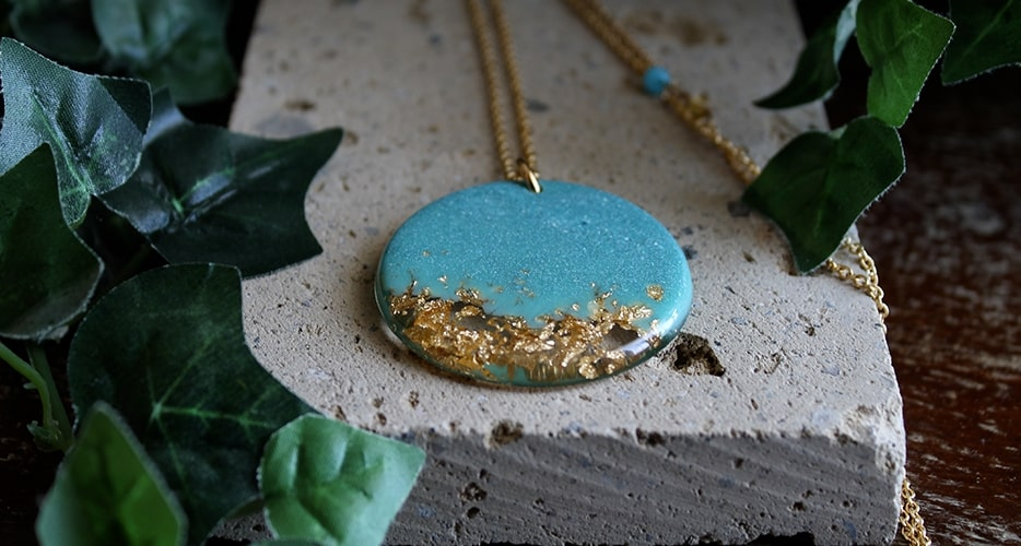Collana Contemporanea Resina Azzurro Foglia oro Bella bri. © Copyright Bella bri. Tutti i diritti sono riservati.